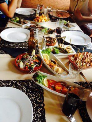 Spaans restaurant tisboven tafeltjevol